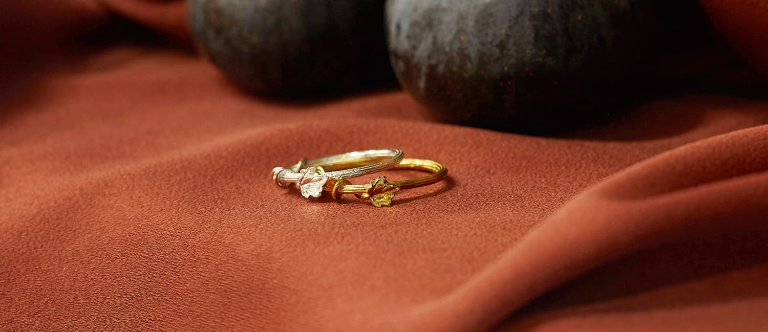 Fine Overgrown column textured ring with vine detail on red cloth