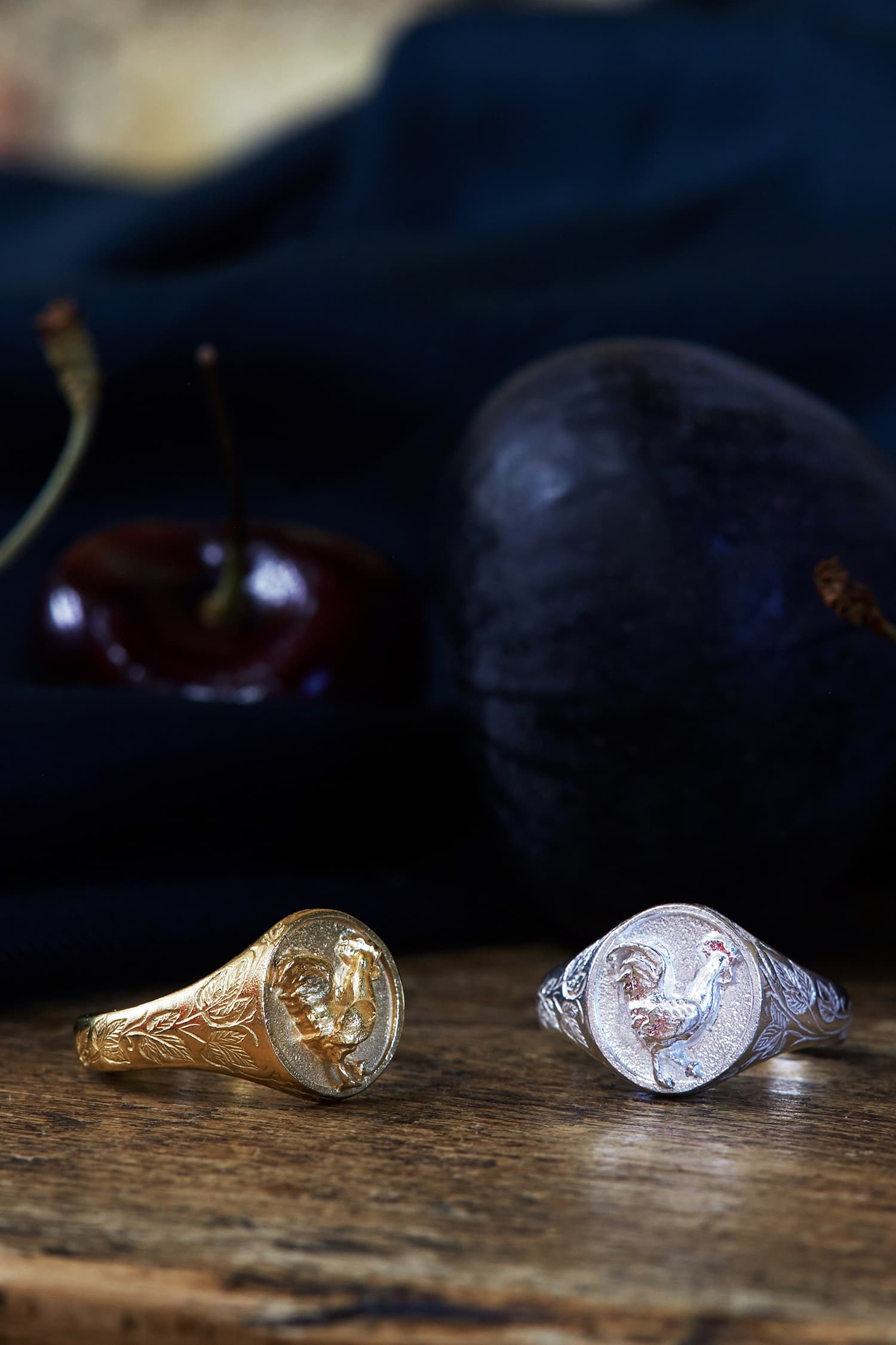 Ornately engraed signet ring with rooter in gold and silver