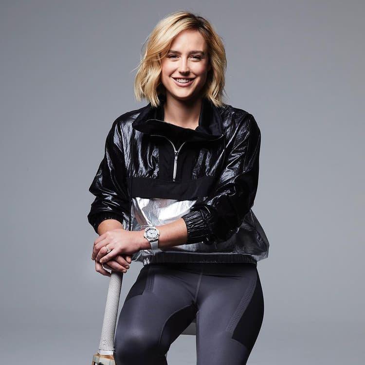Ellyse Perry Portrait sat on stool holding cricket bat